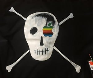 Apple Pirate Flag Replica: It's Better to Be a Pirate than Join the Navy