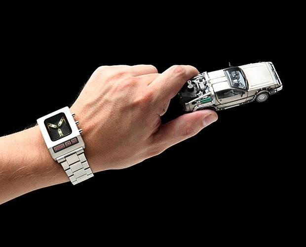 back-to-the-future-flux-capacitor-watch-by-thinkgeek-2