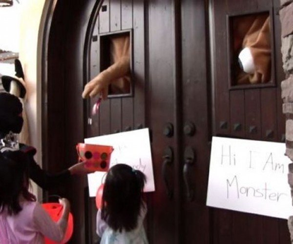 Door Monster Gives Treats to Trick-or-Treaters, Keeps an Eye on Them