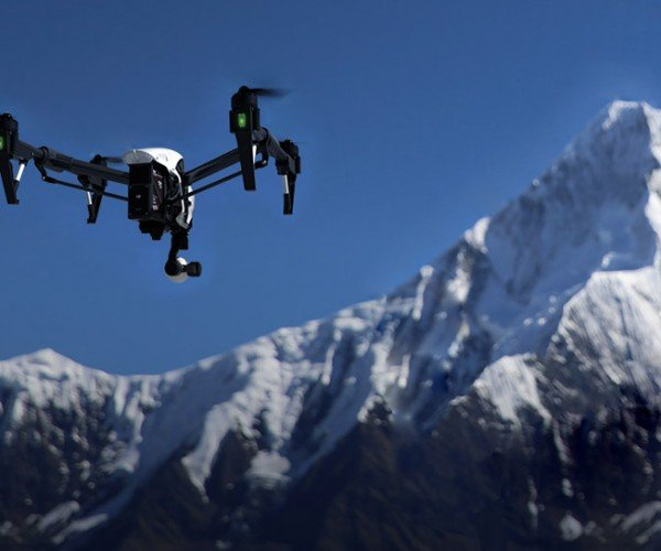 DJI's Inspire 1 Drone Gets Out of the Way of Your Crisp 4K Shot