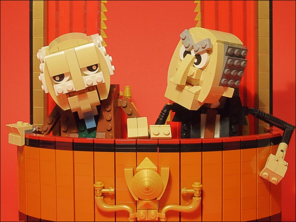 Lego statler and waldorf grumpy old bricks technabob for Balcony muppets