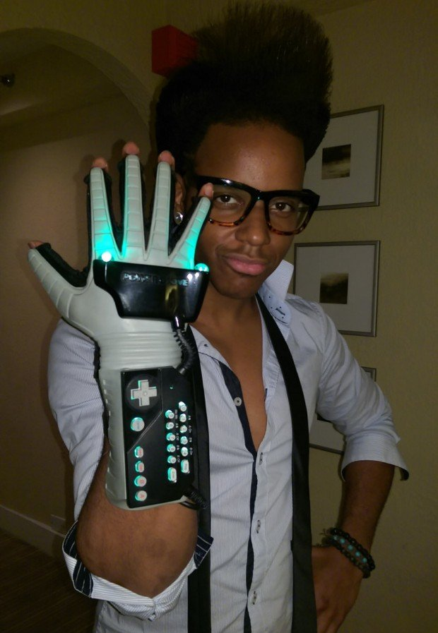 nintendo-power-glove-with-led-by-glove-power