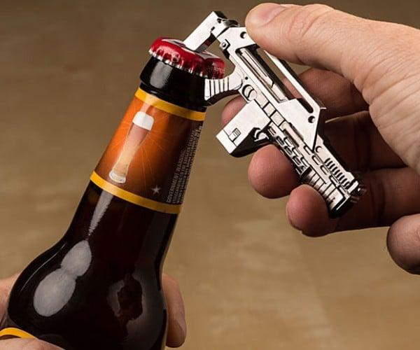 Aliens Pulse Rifle Bottle Opener: Beers to the Queen