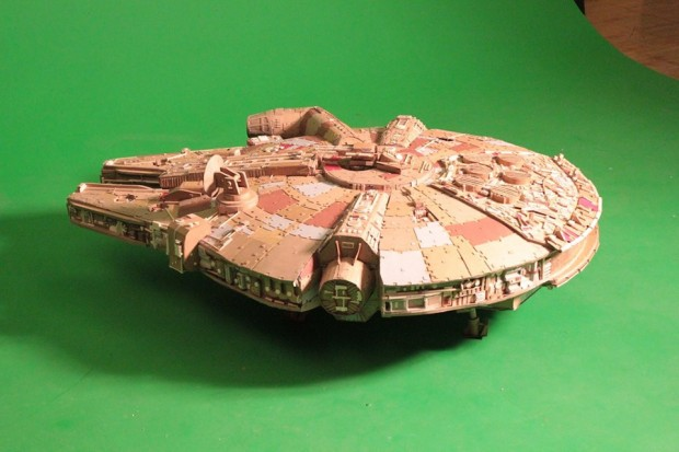star-wars-carboard-millenium-falcon-by-thomasrichner