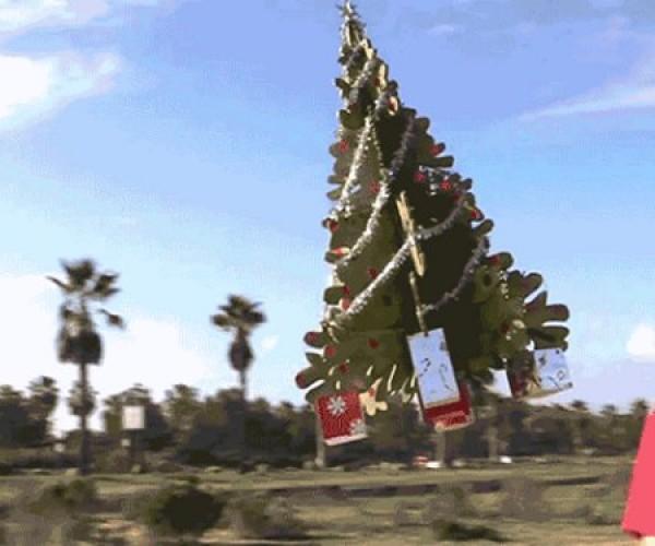 R/C Flying Christmas Tree: Airy Christmas!