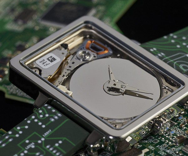 HDDWatch Reformats 1″ Hard Drive into a Wristwatch