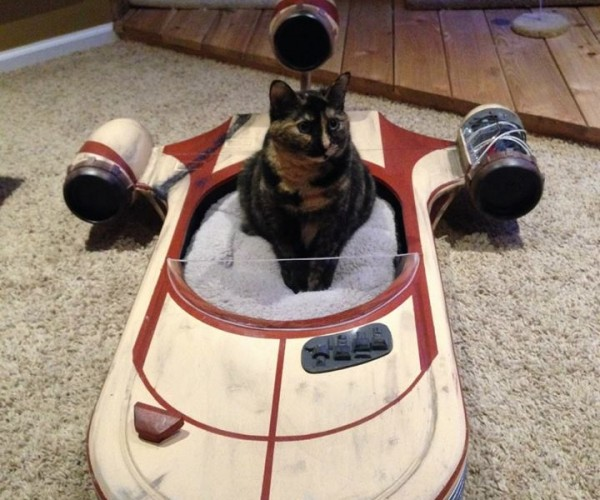 Landspeeder Cat Bed for Traveling Catooine