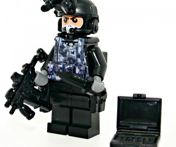 LEGO Military Minifigs & Accessories: Modern Brick Warfare