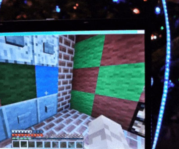 Geek Lets Others Control his Christmas Tree Lights via Minecraft
