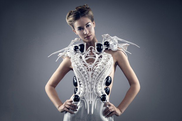 spider-dress-by-Anouk-Wipprecht