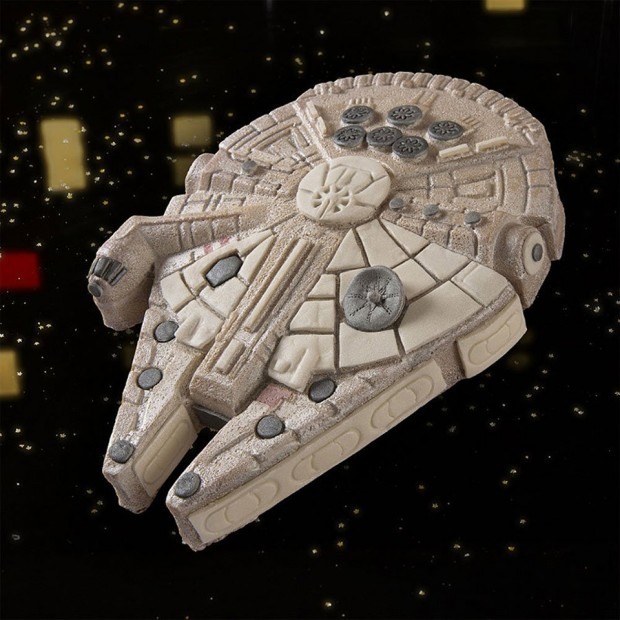 star-wars-millenium-falcon-cake-pan