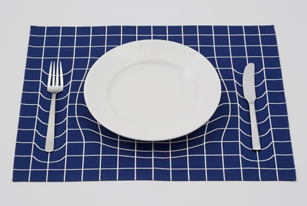 trick-mat-optical-illusion-placemat-by-ap-works-2