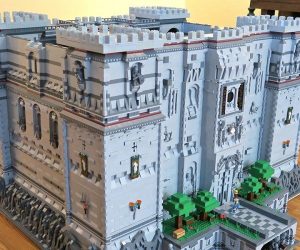 Fan Made LEGO Minecraft Castle: Steve's Crib