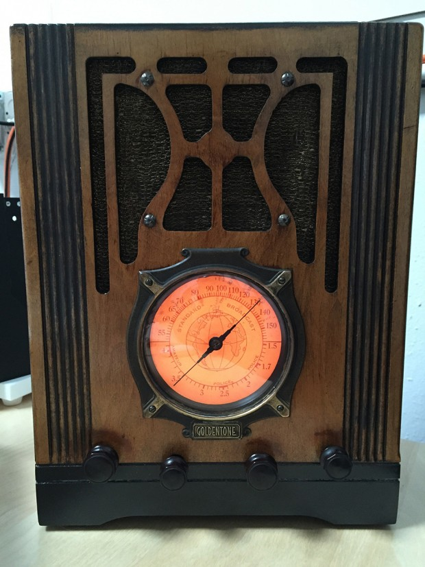 podtique_antique_radio_podcast_player_by_roderick_mann_1