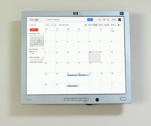 DIY Raspberry Pi Google Calendar Display Keeps It on the Same Page
