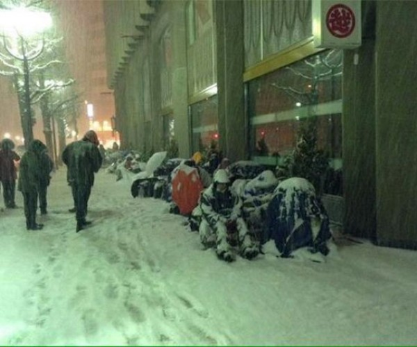"Dedicated Japanese Geeks Wait in the Snow to buy ""Lucky Bag"""