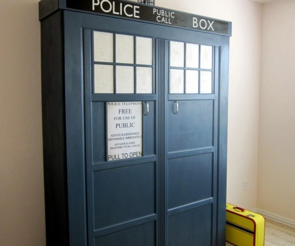 TARDIS Murphy Bed: Catch Some Allons-Zzzzz's