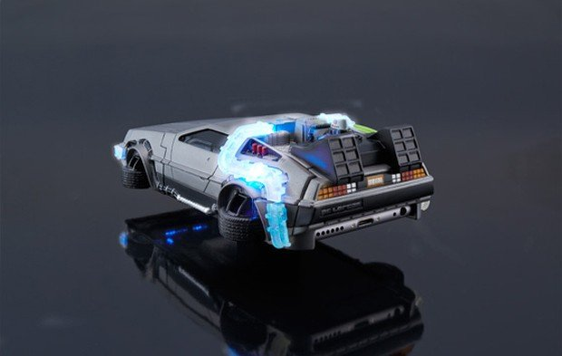 back_to_the_future_delorean_iphone_6_case_by_bandai_3