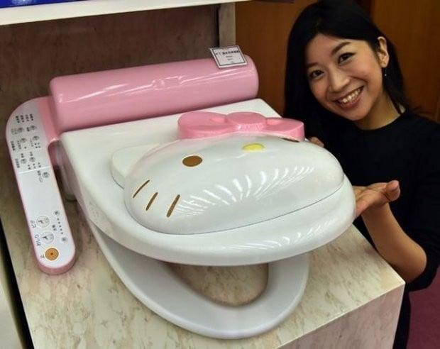 hello_kitty_toilet_1