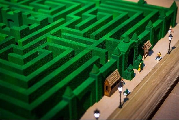 overlook_hotel_maze_3