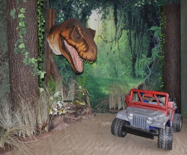 Jurassic Park Themed Photography Set: Smile and Say AAAAAAAAAH!