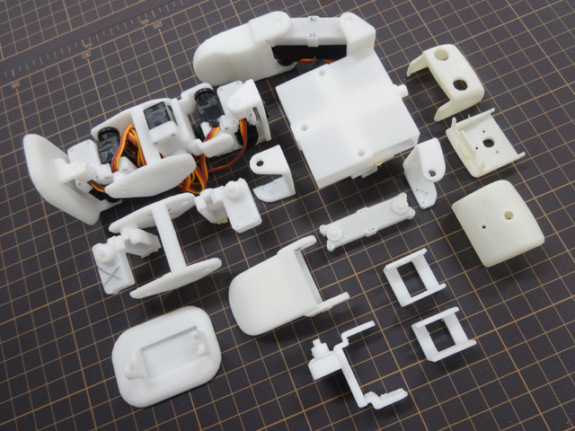 Plen robot has open source software and d printed parts