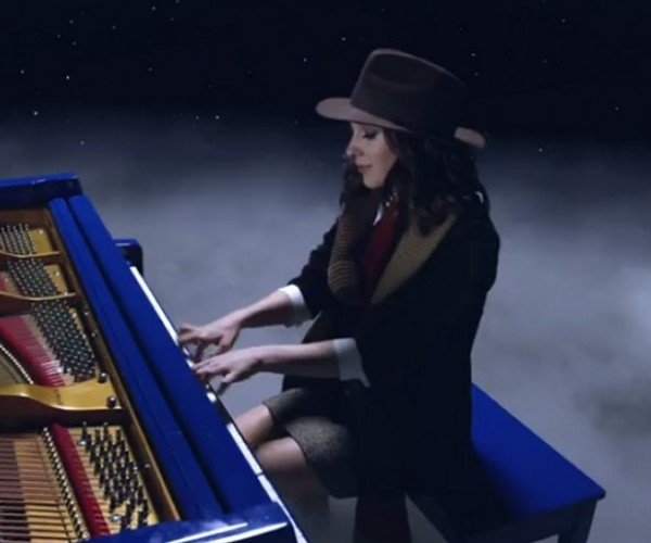 This Woman Plays Piano as All of the Doctors