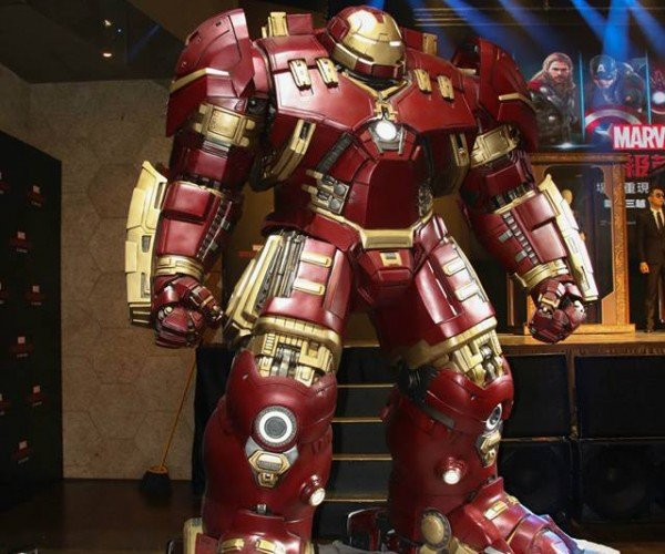 Life-size Iron Man Hulkbuster Statue: Age of Poverty