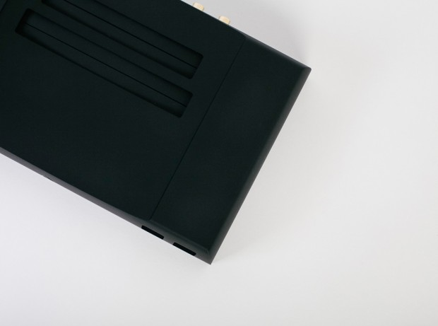 analogue_nt_nes_console_detail_3