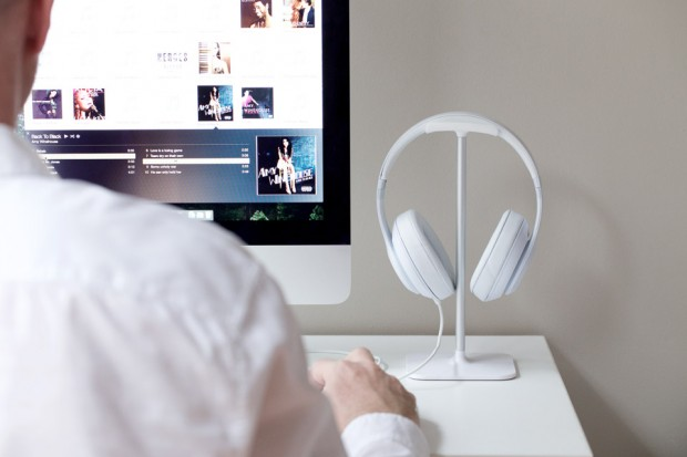 bluelounge_posto_headphone_stand_1