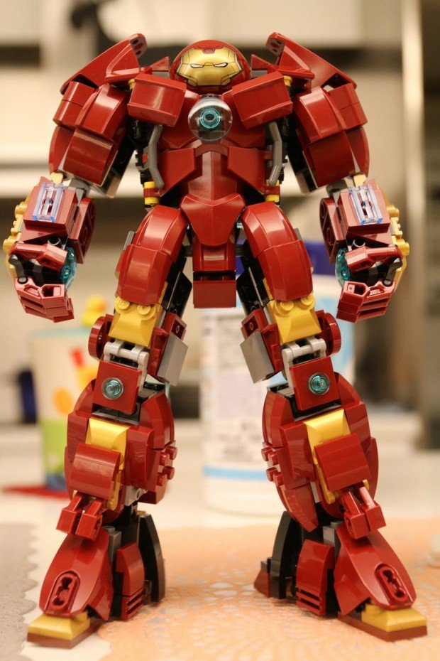 lego_hulkbuster_concept_by_raymond_chow_1