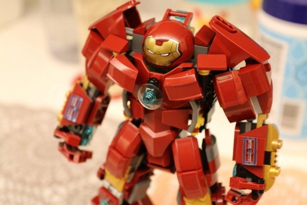 lego_hulkbuster_concept_by_raymond_chow_2