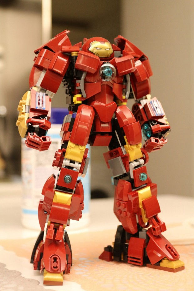 lego_hulkbuster_concept_by_raymond_chow_4
