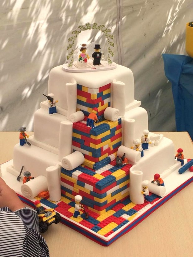 lego_wedding_cake_1