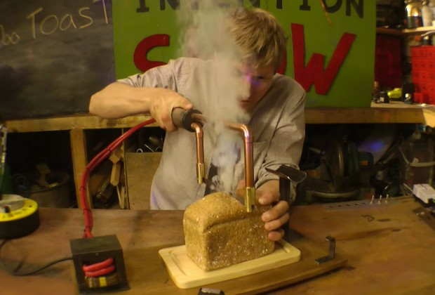 toasting_knife_by_colin_furze_1
