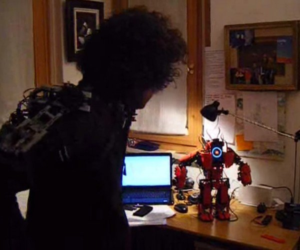 LEGO Robot Motion Controlled with LEGO Exosuit: LEGO Build Fighters Try