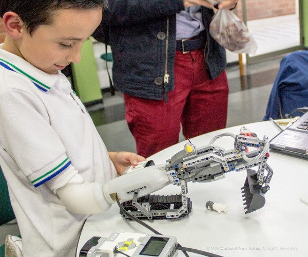 LEGO-compatible Artificial Arm: LEGOpunk