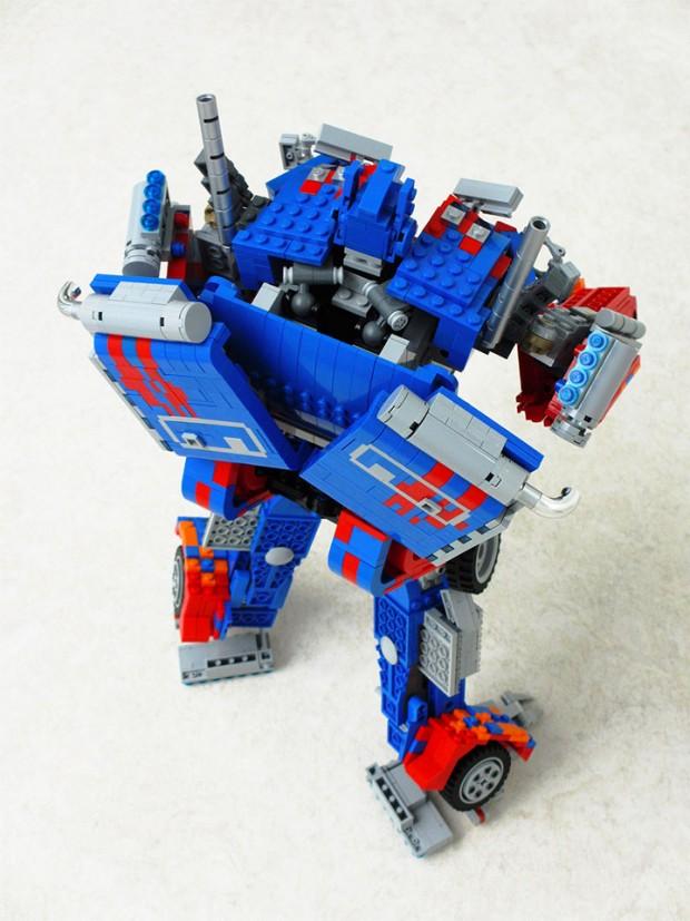 lego_optimus_prime_4