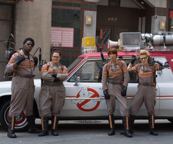 Ghostbusters Set Pic Shows off New Cast and Ecto-1