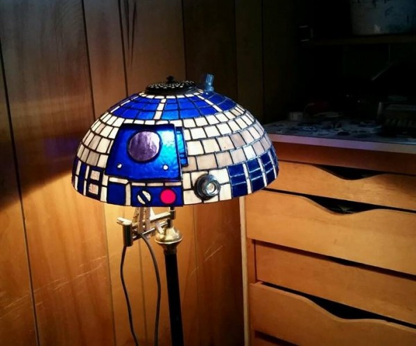 This Stained Glass R2-D2 Lamp Shade Is a Major Award