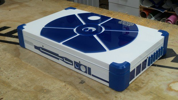 r2_d2_ps4_laptop_by_eddie_zarick_2