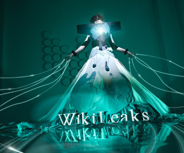 WikiLeaks Cosplay: Lady Justice 2.0
