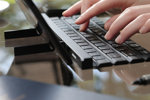 lg_rolly_full_size_portable_bluetooth_keyboard_3