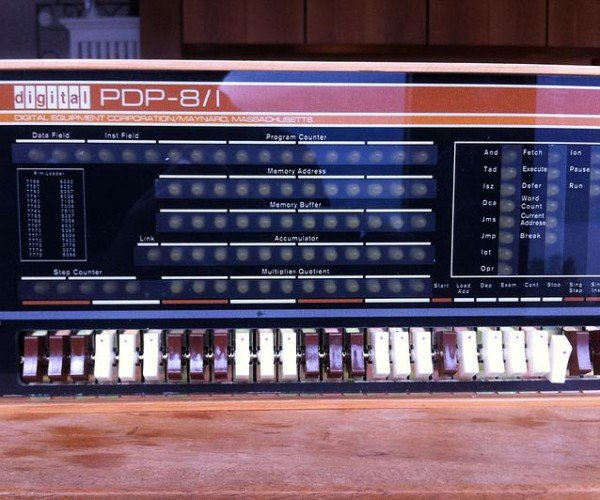 Raspberry Pi-based PDP-8/1 Replica: PiDP-8