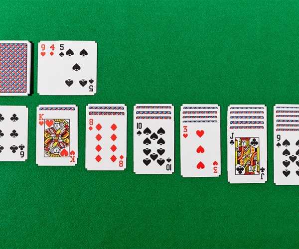 Real Windows 3.0 Solitaire Cards Let You Waste More Time with Shuffling