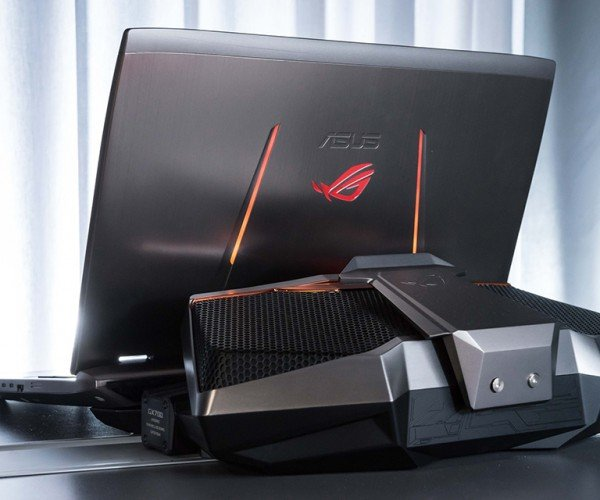 ASUS ROG GX700 Gaming Laptop Has Water-Cooling Dock: Bubble Butt