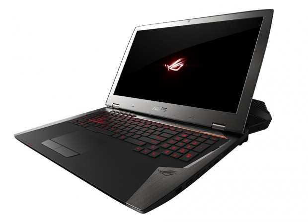 asus_rog_gx700_gaming_laptop_with_water_cooling_dock_2