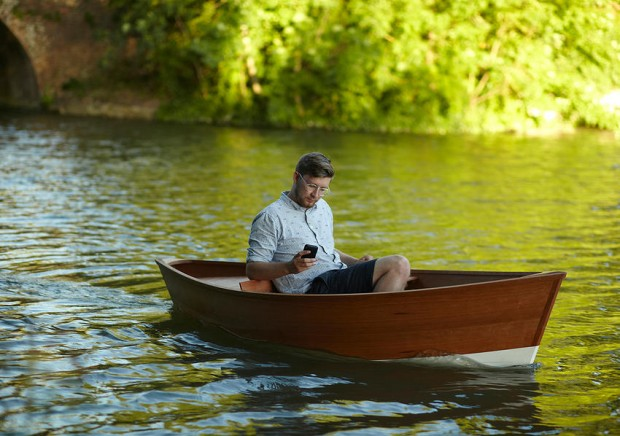 floating_chair_smartphone_controlled_boat_by_Thomas_Gottelier_and_Bobby_Petersen_1