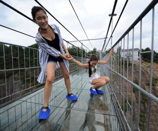 Chinese Glass-bottom Bridge (Probably) Won't Collapse