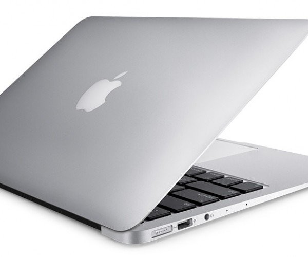 Win a 13″ MacBook Air from the Technabob Shop!